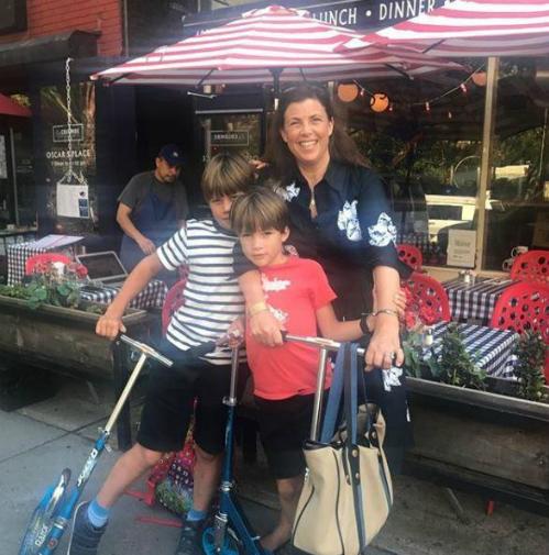 Kirstie Allsopp và 2 con trai - Ảnh: Instagram