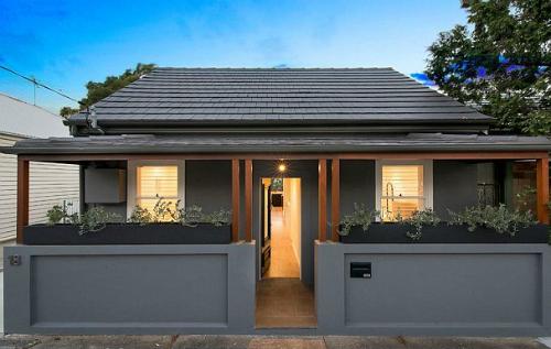 Ánh sáng là yếu tố quyết định để bạn có thể bán được nhà. Ảnh: Renovatingforprofit.