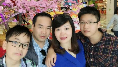 Anh Trương Công Lệ cùng vợ và hai cậu con trai. Ảnh: NVCC.