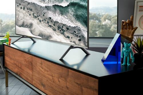 Mỗi ngày, khách tham dự chương trình sẽ có cơ hội trúng một chiếc Smart TV màn hình cong 4K QLED 65 inch Q8C 2018 của Samsung. Ảnh: Samsung.