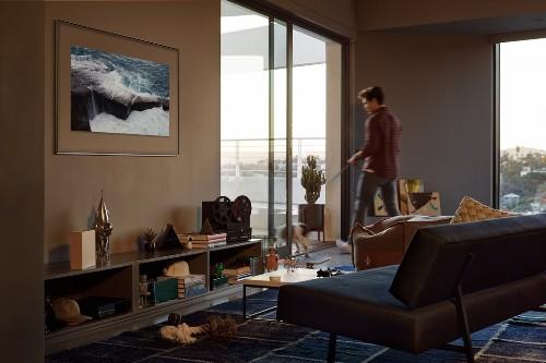 TV có thể trở thành khung ảnh trang trí.