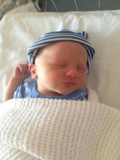 Con traiRiley chào đời khỏe mạnh nhưng chỉ vài tuần sau đã qua đời vì biến chứng ho gà. Ảnh: Facebook.