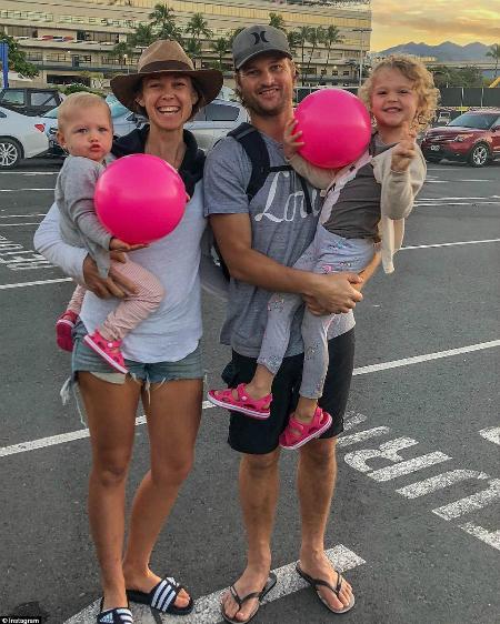 Gia đình 4 người lấy thu nhập từ cho thuê bất động sản để đi du lịch - Ảnh: Instagram.