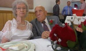 Chú rể 95 tuổi trúng sét ái tình với cô dâu 81 tuổi