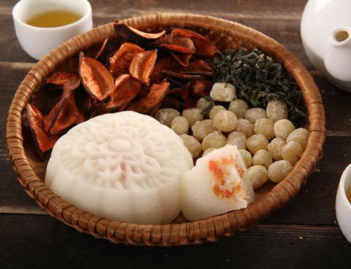 Bánh trung thu truyền thống không chỉ là thức quà đặc trưng của ngày hội trăng rằm, biểu tượng cho sự gắn kết tình thân mỗi dịp tết đoàn viên.