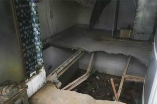 Lần thứ 3 tới kiểm tra, nhà chức trách mở cửa tủ mới phát hiện bên trong đó có một chiếc thang dẫn xuống hầm bí mật. Ảnh: The star.