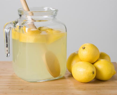 Trái cây chanh, bưởi chứa axit citric, chất có thể phá vỡ sỏi thận.