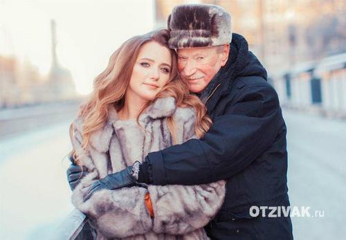 Người vợ trẻ cho biết tuy không muốn có con, nhưng cô thực sự yêu chồng. Ảnh: Otzivak.