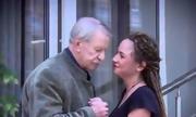 Chê vợ trẻ không sinh con, cụ già 87 tuổi có ngay bạn gái mới