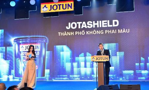 Ngay khi tung ra thị trường, Jotashield đã được khách hàng và chuyên gia đánh giá cao, là động lực để đội ngũ chuyên môn và sáng tạo của Jotun tạo ra những đột phá mới, mang đến một Jotashield Chống Phai Màu ưu việt hơn. Doanh số sản phẩm bán ra của Jotashield luôn dẫn đầu trong danh mục sản phẩm của Jotun. Đây là sản phẩm chiến lược khẳng định khả năng bảo vệ của sơn Jotun, giúp thương hiệu trở thành lựa chọn hàng đầu cho các công trình kiệt tác kiến trúc của thế giới, ông Jon Bigseth (Tổng Giám đốc Jotun Việt Nam) chia sẻ.