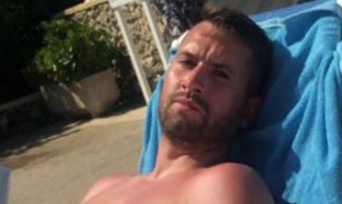 Steven Tartt trong kỳ nghỉ ở Tây Ban Nha.Ảnh: Mirror.