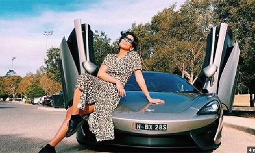 Ashleigh Austen nói rằng khi chị xuất hiện cùng chiếc siêu xe thì nam giới hầu như chỉ chăm chăm nhìn vào chiếc ôtô. Ảnh:Instagram.