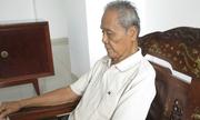 Cụ ông 93 tuổi xin từ con gái vì liên tục bị đòi trả nợ thay