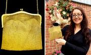 Người phụ nữ phát hiện chiếc túi bị bỏ xó hoá ra bằng vàng