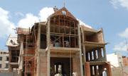 Tiền nên để xây nhà hay tích lũy mua đất?