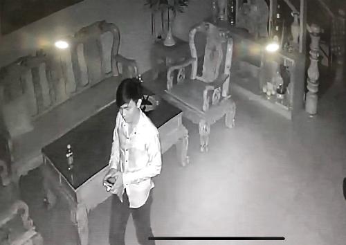 Hình ảnh nam thanh niên lạ được camera nhà chị Tuyết ghi lại. Ảnh: NVCC.