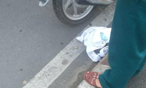 Đồ cô gái bỏ lại trên cầu Sài Gònđể tạo hiện trường giả hôm 9/10. Ảnh: Nguyễn Tân.