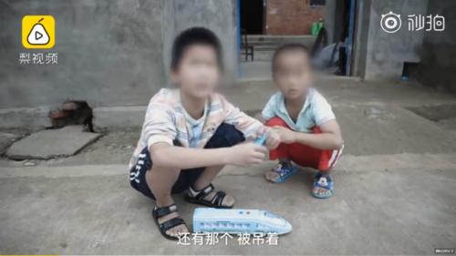 Hai trong số 5 bé bị bố cho băng nhóm trộm cắp thuê. Ảnh: Ettoday.
