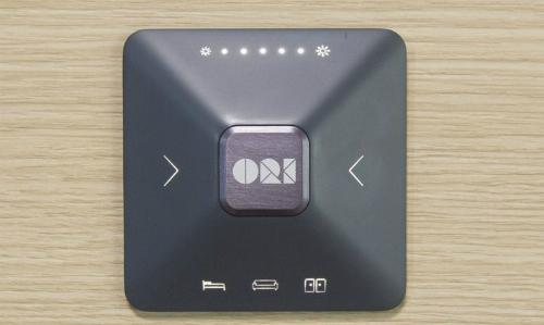Nút điều khiển gắn trực tiếp trên tủ, ở hàng dưới cùng nút bên trái để bấm giường, giữa bấm ra sofa và phải bấm ra tủ. Ảnh: Orisystem.
