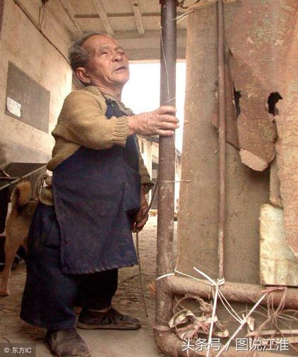 Muốn có người bầu bạn tuổi già, mới đây ông Mao đăng tin tuyển vợ. Tôi tìm vợ tuổi từ 50 đến 70 có sức khỏe tốt và chăm sóc được cho tôi. Sau khi tôi chết, toàn bộ tài sản sẽ là của cô ấy. Đã có 30 ứng cử viên nữ đăng ký.