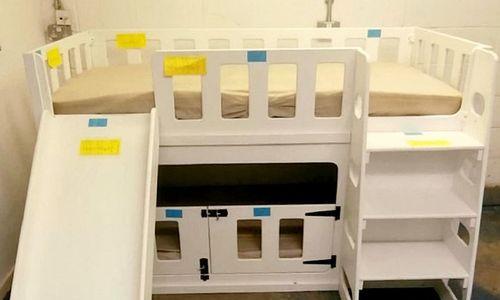 Bố đau đớn phát hiện con 7 tháng tuổi qua đời vì kẹt ở giường cũi