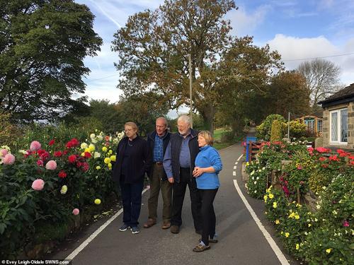 Hôm 18/10, ông Jack Scott, thành viên Hội đồng thành phố đã đến thăm vợ chồng Brian và Sally, cũng như vườn hoa. Cuối cùng nhận thấy phán quyết trước đó không phù hợp.