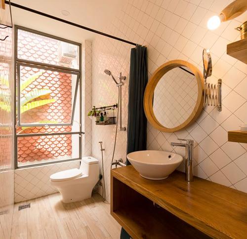 Không gian nhà vệ sinh cũng