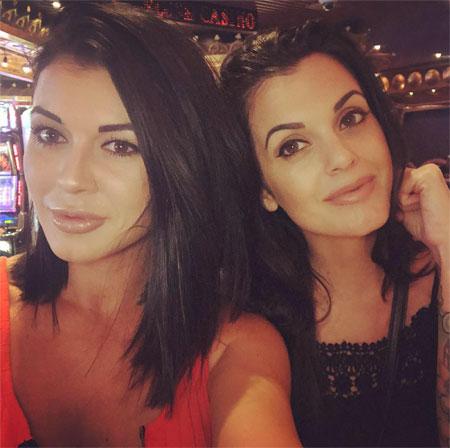 Taylor (trái) và Amanda (phải) là một đôi bạn thân.
