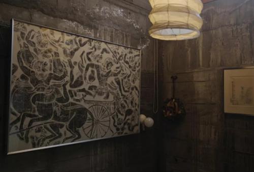 Tuy tối giản hóa việc làm đẹp cho những bức tường và sắp xếp nội thất, ông Xiao Quang vẫn không quên décor từng góc tường thêm sức sống và nét đẹp nghệ thuật