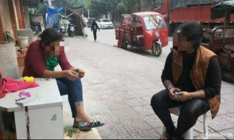 Salsa (trái)và chị họ (phải). Ảnh: Chinanews.