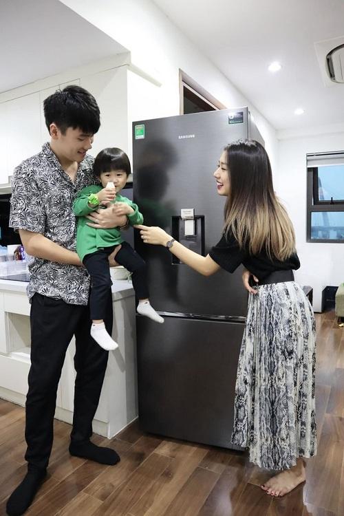 Mẹ trẻ Trang Lou đã kịp thời tìm được giải pháp nhờ tủ lạnh có thiết kếngăn đông mềm Optimal Fresh Zone - 1 độ C. Khả năng bảo quản thực phẩm tươi ngon lâu hơn cho bữa ăn gia đình trẻ luôn trọn vị.