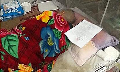 Tên Vũ Văn Hùng đóng cửa, quay mặt vào tường không nói gì trong ngày diễn ra phiên phúc thẩm 6/11. Ảnh: Hà Trịnh.