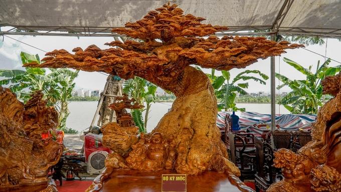 Điều đặc biệt ở bộ bàn ghế 3,8 tỷ đồng tại Hà Nội