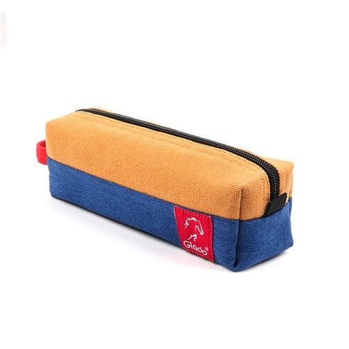 Thương hiệu Glado giảm giá balo và phụ kiện túi vải từ 11.000 đồng. Túi vải làm từ vải canvas dày dặn, có lớp chống thấm giúp bảo vệ các vật dụng nhỏ, dễ hư hỏng khi va đập như USB hay dây sạc điện thoại. Ngoài ra, bạn có thể sử dụng túi phụ kiệnHBG001của Glado để đựng mỹ phẩm, son môi, kem chống nắng khi đi du lịch.