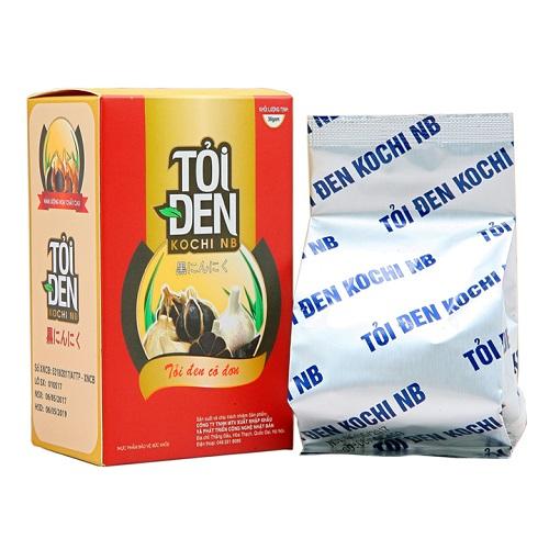 Tỏi đen Kochi từ 50.000 đồng gói 36 gram. Sản phẩmđược lên men tự nhiên từ tỏi tươi trong thời gian 30 - 60 ngày dưới tác động của nhiệt độ và độ ẩm thích hợp.Tỏi đen Kochi có ruột màu đen, vị ngọt, không cay, mùi dễ chịu,dễ ăn với cả người lớn và trẻ em.
