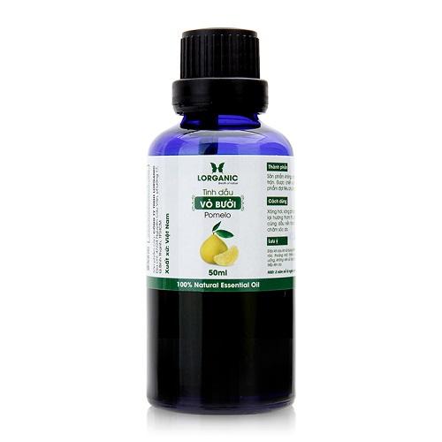 Tinh dầu vỏ bưởi nguyên chất Lorganic Pomelo 100% Natural Essential Oil chiết xuất từ 100% thành phần tự nhiên với hương thơm đặc trưng được biết đến với khả năng giải cảm, thư giãn tinh thần và giảm đau hiệu quả. Pha loãng tinh dầu với nước và dùng đèn đốt để khuếch tán hương thơm giúp không gian sống thêm sảng khoái, dễ chịu. Tinh dầu vỏ bưởi có thể cân bằng các yêu tố dinh dưỡng cho da, chống lại các dấu hiệu lão hóa và giúp lỗ chân lông se khít, làn da mịn màng. Đặc biệt, tinh dầu vỏ bưởi là loại tinh dầu khá phổ biến được dùng để chăm sóc tóc, giúp tóc mọc nhanh, ngăn ngừa rụng tóc đồng thời giúp tóc luôn bóng khỏe, mượt mà.