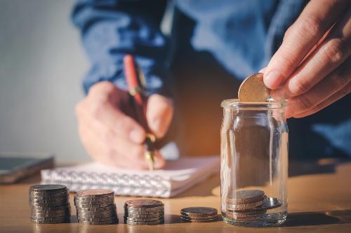 Bạn nên trích ra20% tiền lương hàng tháng gửi vào quỹ tiết kiệm, phần còn lại sử dụng chi tiêu.