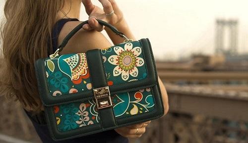 Túi xách thương hiệu Venuco: Sản phẩm có nhiều màu sắc, hình dáng và kích cỡ khác nhau phù hợp với các mục đích như đi làm, đi chơi hay đi tiệc.