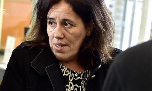 Bà mẹ Rosa Maria Da Cruz tại tòa. Ảnh: Leparisien.