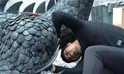 Chàng trai biến lốp xe cũ thành con rồng đáng giá một gia tài