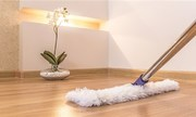 4 sai lầm khiến sàn gỗ nhà bạn cong vênh, trầy xước