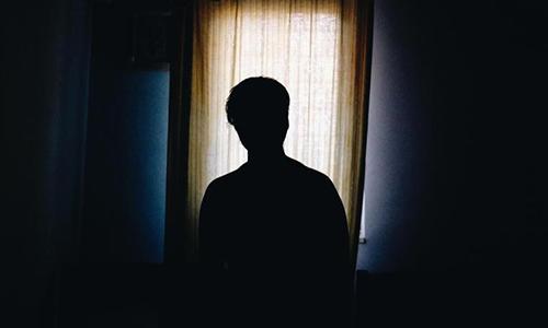 Daniel kể về quãng thời gian khủng khiếp bị cha và mẹ kế xâm hại tình dục. Ảnh: The Mirror.