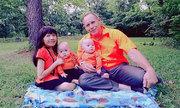 Mẹ Việt tí hon bận rộn chăm con sinh đôi bên người chồng Mỹ