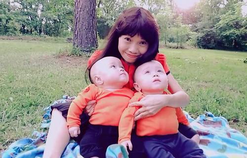 Mỗi cuối tuần, chồng chị Xuân lại chở vợ và hai con đi siêu thị, picnic... Ảnh: KX.