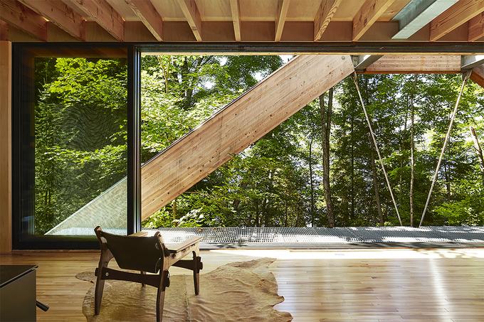 Ngôi nhà giống hệt cây cầu bắc ngang hai bờ thung lũng
