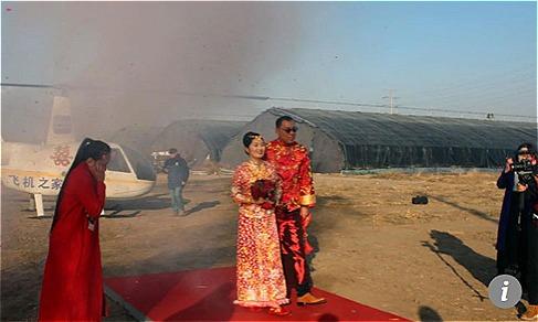 Cô dâu dùng phi cơ đón dâu ở Trung Quốc. Ảnh: Scmp.