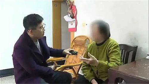 Bà Wang trao đổi với phóng viên. Ảnh: Sina.