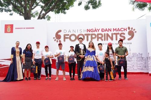 Vũ điệu hoàng gia là một trong những trải nghiệm văn hóa ý nghĩa tại chương trình.