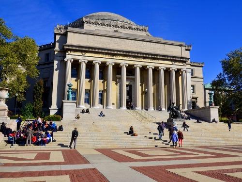 Trường Đại học ở Mỹ là nơi giới nhà giàu không tiếc tiền đầu tư cho con cái theo học - Ảnh: Shutterstock