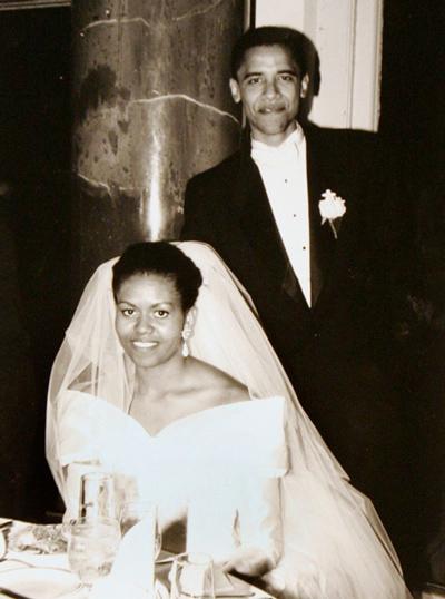 Cựu tổng thống Barack Obama đẹp đôi bên phu nhân Michelle. Ảnh: Trend-chaser.